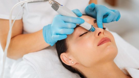 6 façons de rajeunir votre peau grâce à l'Hydrafacial