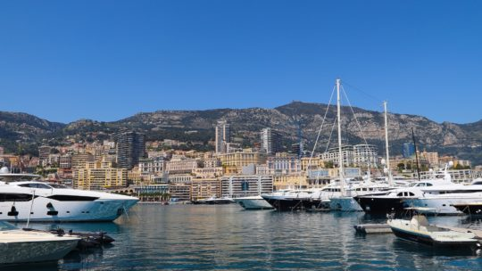 Les plus belles villes de la Côte d'Azur à découvrir en voilier