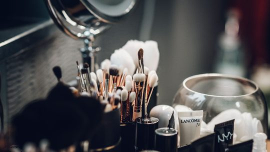 Comment bien se maquiller en tant que débutante?